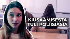 Nuori nainen koululuokassa ja teksti: Kusaamisesta tuli poliisiasia